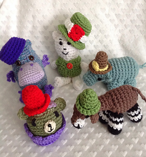 Amigurumi Top Hat Pattern : Ravelry: Amigurumi Hats pattern by Starbeamer Patterns