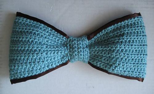 Blue_bow_chocolate_ribbon_medium