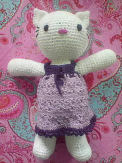 ravelry hello kitty dress kleid pattern by sonea delvon. Black Bedroom Furniture Sets. Home Design Ideas