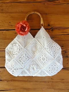 Granny Squares kostenlos auf Ravelry.com von Rita Reichmuth. Komplette Tasche aus Granny Squares.