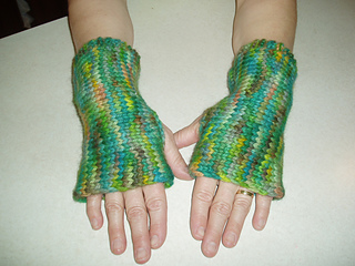 Ravelry: 7 Free Knitting Patterns for Fingerless Gloves and Other