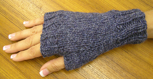 Ravelry Easy Fingerless Mitts Pattern By Maggie Smith