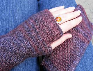 Mulled Wine Mitts pattern by Glenna C.