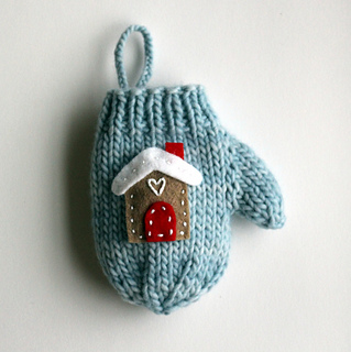 Blue_house_mitten_use_small2