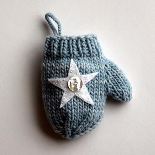 Blue_star_mitten_3_small2