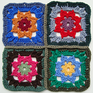 Crochet-granny-square-with-flower-3_small2