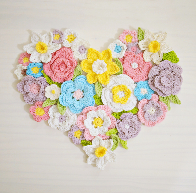 Ravelry Flower Heart Wall Decor Pattern By Ana D