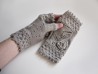 Miss_myrtle_mitts_pic4_small2