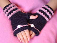 Fairytale_fingerless_mitts_004_small