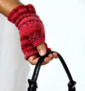 Lady_gloves_white_backrav_small_best_fit