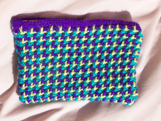 Knitted_make-up_bag_for_holly_001_small2