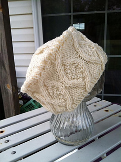 Winter_diamonds_cabled_hat_small2