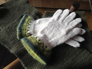 Gul_eld_gloves_small2