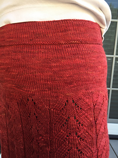Lacy_pleats_dart_waist_detail2_small2
