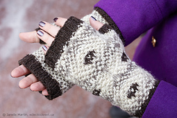 Knitting-march25-2016_mg_1594_scaled_small_best_fit
