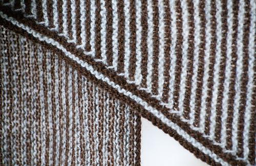 Two-color_garter_shawl_medium