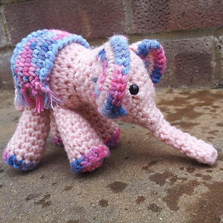 Meimei_crochet_baby_elephant__1__small2