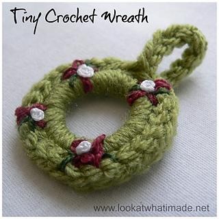Tiny_crochet_wreath_small2