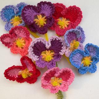 Crochet_pansies_2_small2