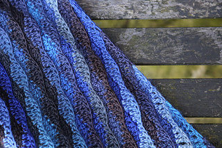 Monday_blues_shawl_clean_edge_small2