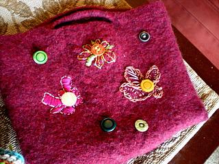 Karen_s_felted_button_bag_small2