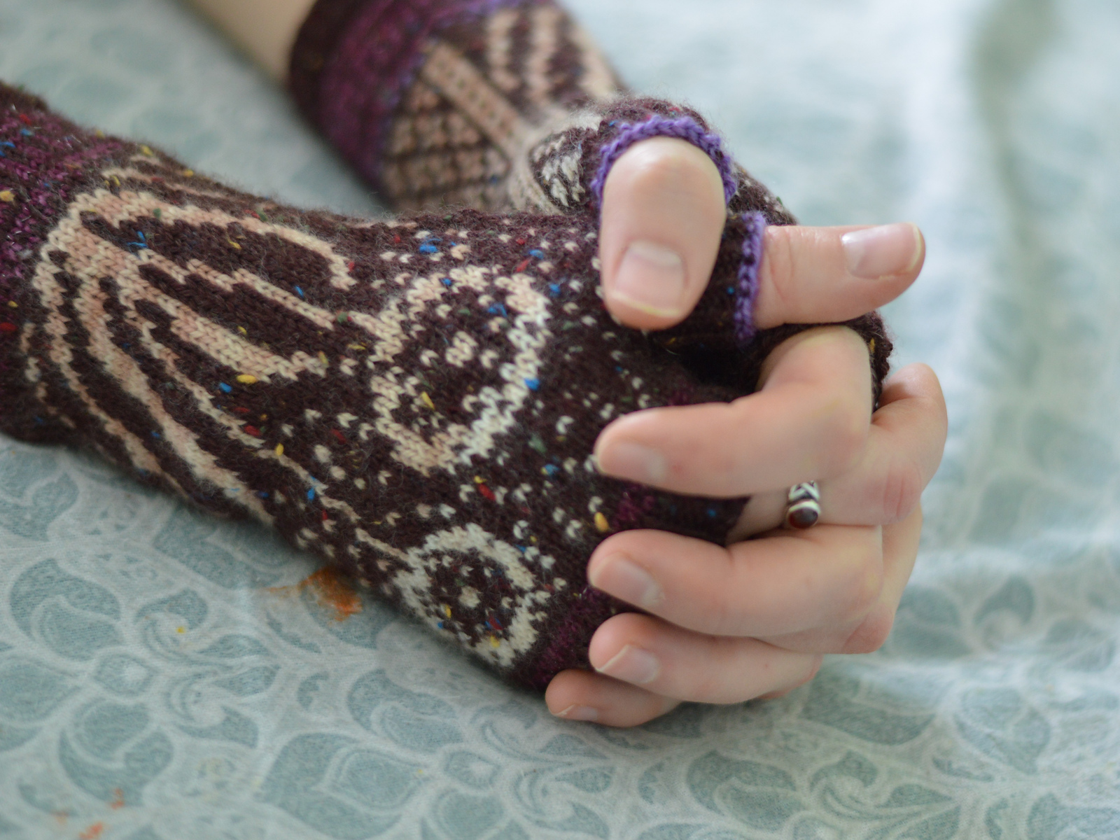 dandelion mitts with hands folded
