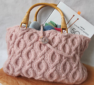 Cabled_handbag_001_small_best_fit