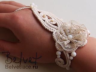 Bracelet-on-hand2_small2