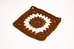 Sunflower-granny-square-by-birdeli-1_small_best_fit