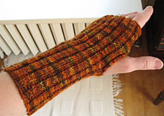 Fingerless_mittens_on_small2