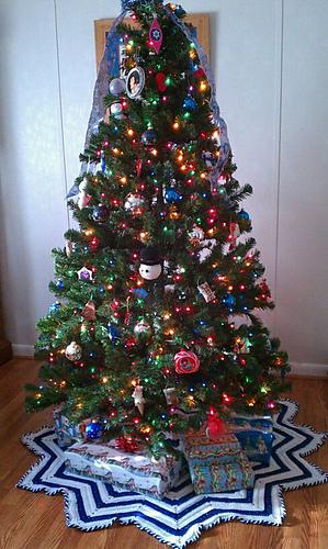Ravelry Christmas Tree Skirt Pattern By Donna Mason Svara