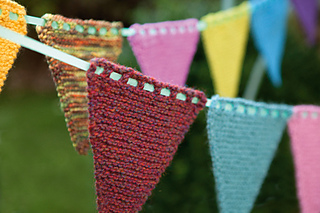 Knitted_bunting1_small2