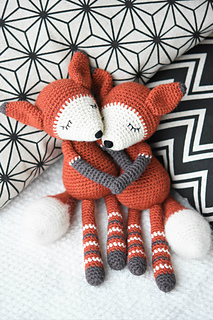 Mystique_the_fox_amigurumi_pattern_small2
