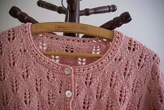 Pink-song-neck-detail_small2
