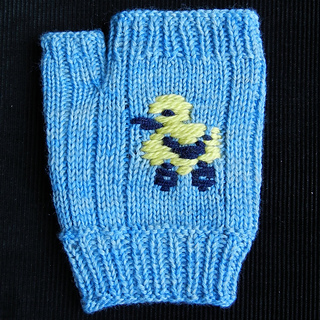 Not-so-ugly-duckling_fingerless-mitt1_small2