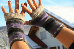 Lila_fingerless_mitts_small_best_fit