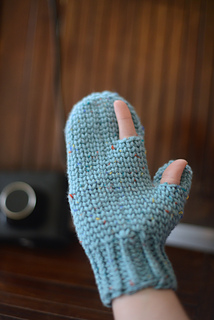 Blue_photography_mitten_3_small2