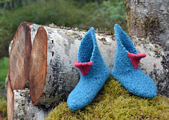 Beaked_felfen_moss_and_logs_small