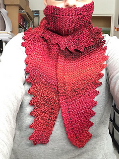 Ravelry The Wyvern Hug Scarf Pattern By Catiscrafty