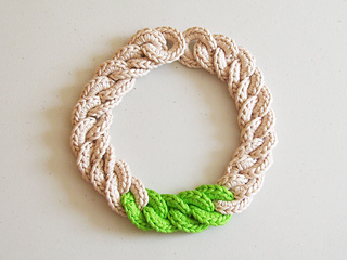 Crochet_necklace3_small2