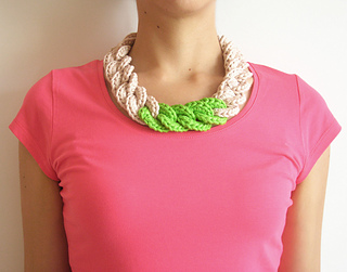 Crochet_necklace1_small2