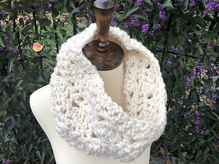 Charisma Cowl pattern by Crystal Marin