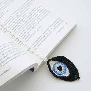 ravelry crochet eyes and bookmark pattern by christa veenstra. Black Bedroom Furniture Sets. Home Design Ideas
