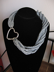 Spoolknitted_necklace_01_small