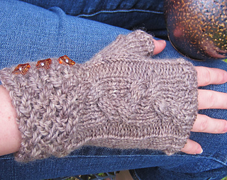 Rocky_broad_mitts_detail_small2