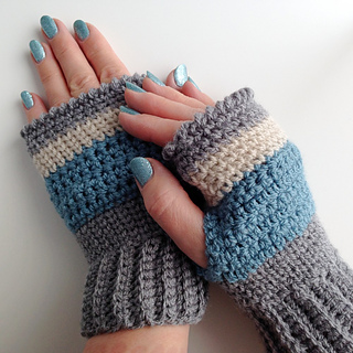 Finished_fingerless_mittens_3_small2