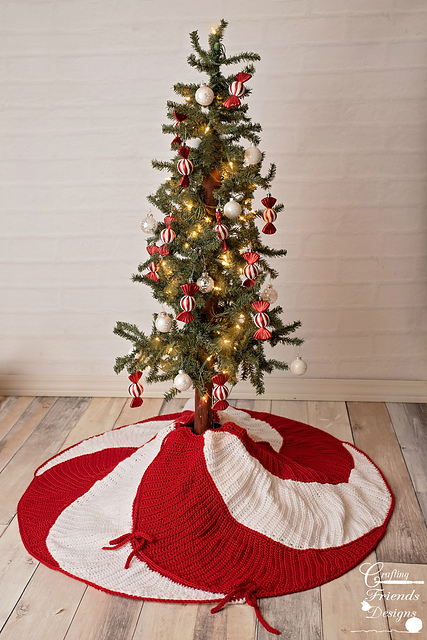 ravelry peppermint swirl christmas tree skirt pattern by kate wagstaff - Peppermint Christmas Tree