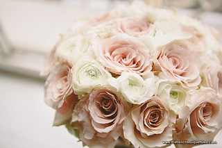 Romantic-blush-bridal-bouquet-of-roses-and-ranunculus-the-french-bouquet-c
