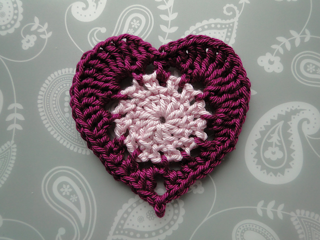 Ravelry classic heart appliqué pattern by claire from crochet leaf