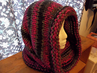 Ravelry Easy Raspberry Cowl Pattern By Monica Bovee